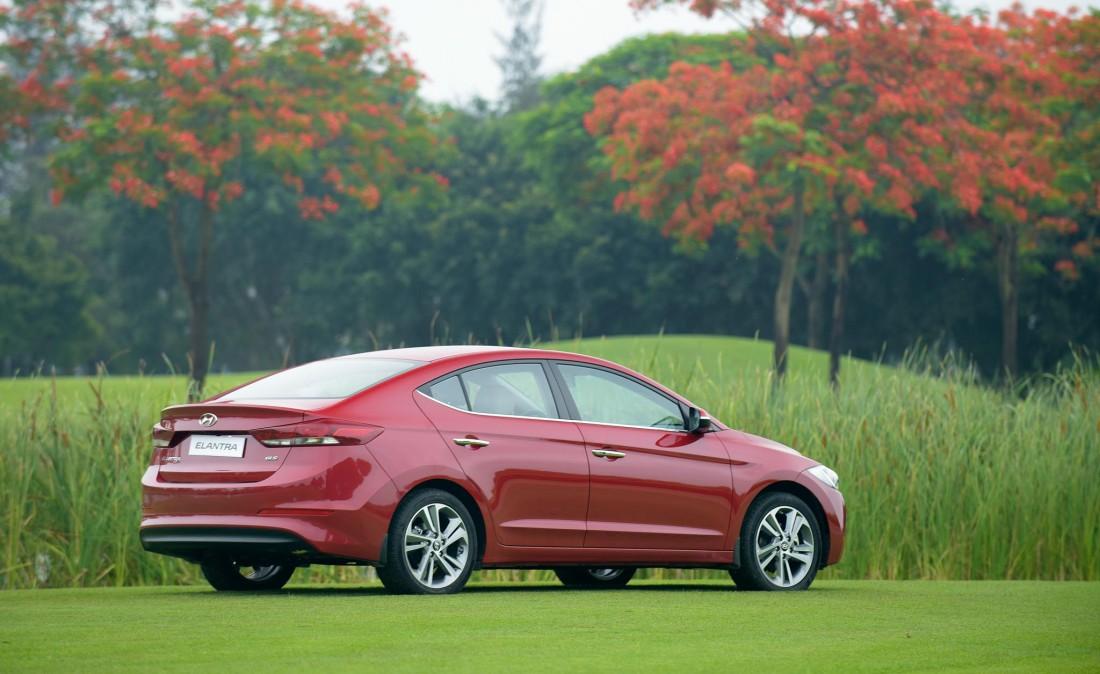 3805494_Xe.Tinhte.vn-Hyundai-Elantra-2016-14