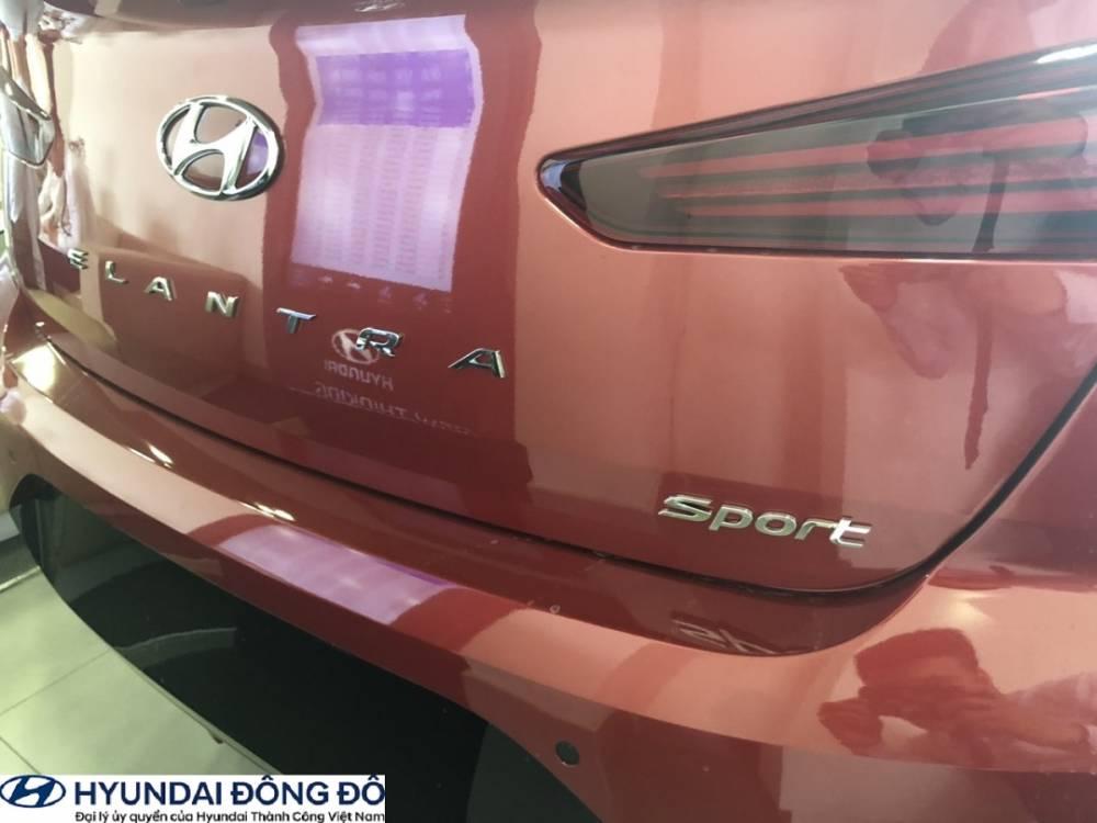 Đuôi xe Elantra 2019 bản Sport