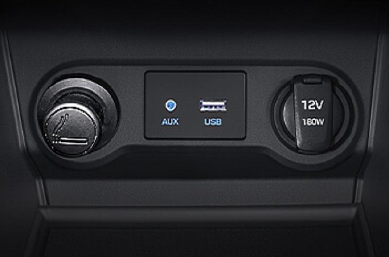 Các cổng kết nối của Hyundai Accent 2019 bản đặc biệt