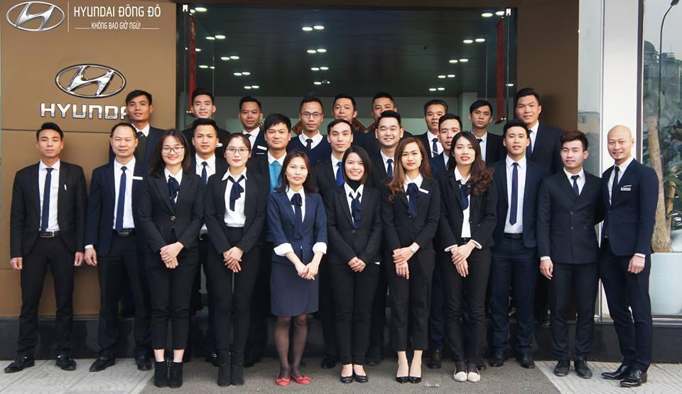 Đội ngũ nhân viên tư vấn, lái thử xe ở Hyundai Đông Đô