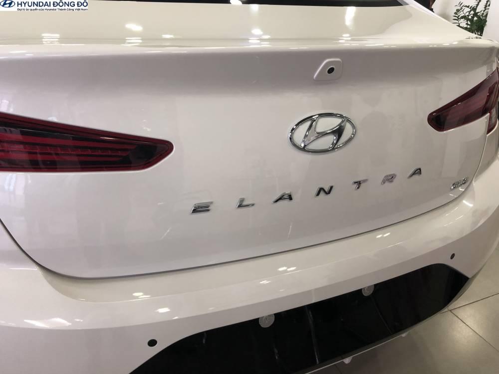 Đằng sau Elantra 2019 1.6at