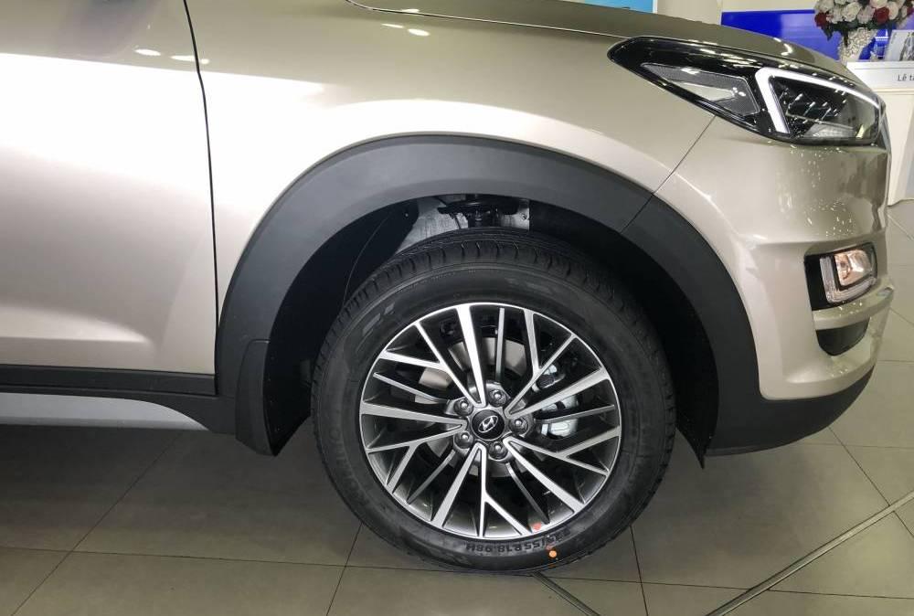 tucson-2019-2.0-dac-biet-banh-xe