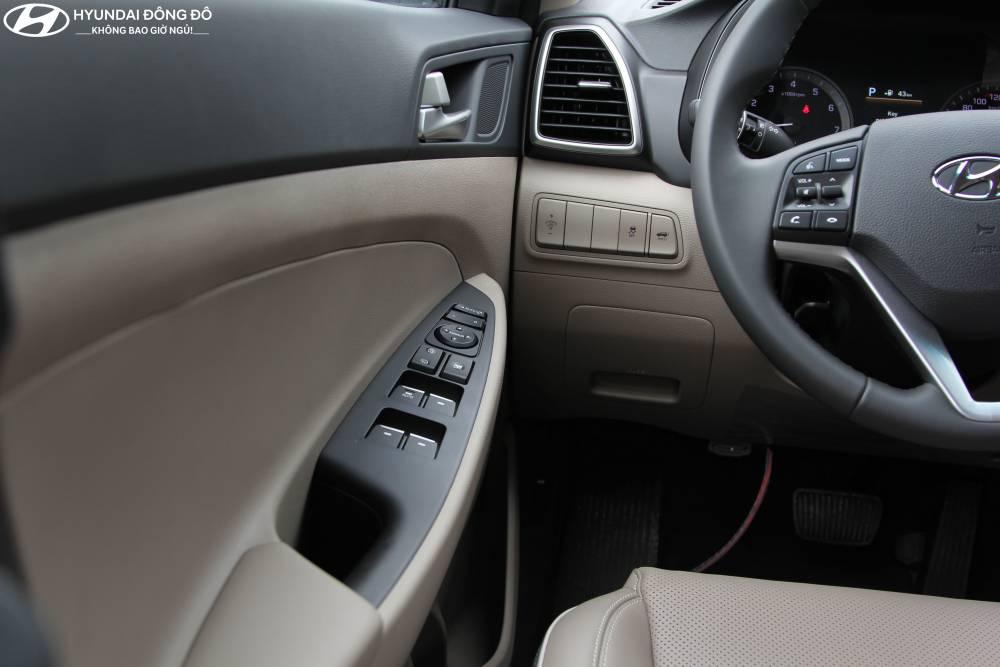 Cửa lái Tucson 2019 bản turbo 1.6at